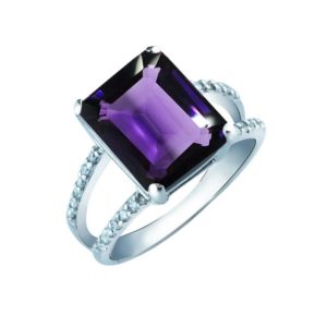 Gorgeous women's ring with Emerald cut Amethyst and White CZ