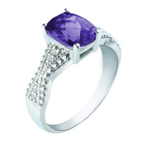 Large Amethyst stone ring with Diamonds on either side